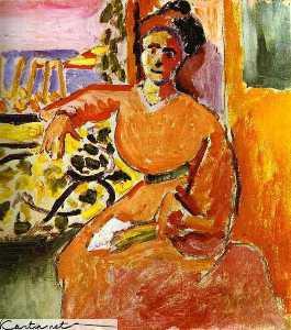 Eine Frau sitzt vor dem Fenster