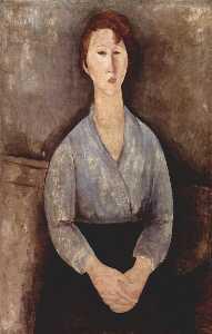 Mujer sentada weared en blusa azul