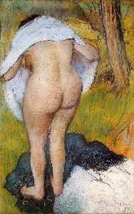 Femme nue tirant  sur  elle  vêtements