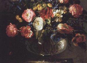 チューリップ、カーネーションやガラスの花瓶でスイセン