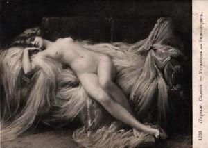 nude belle lady on divan