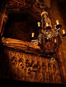 Sepulcre de Sança Ximenis de Cabrera (Catedral de Barcelona), escultura de Pere Oller i pintura de Lluís Dalmau